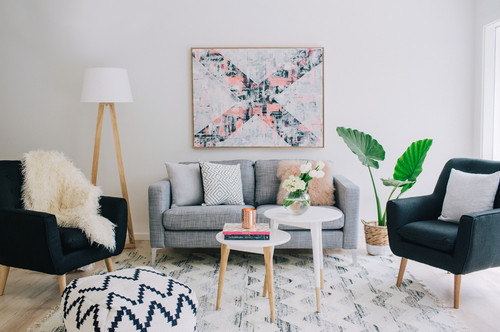 far-mobili-arredamenti-borgosesia-vercelli-arredo-scandinavo-tessuti-cuscini-bianco-grigio-minimale-essenziale