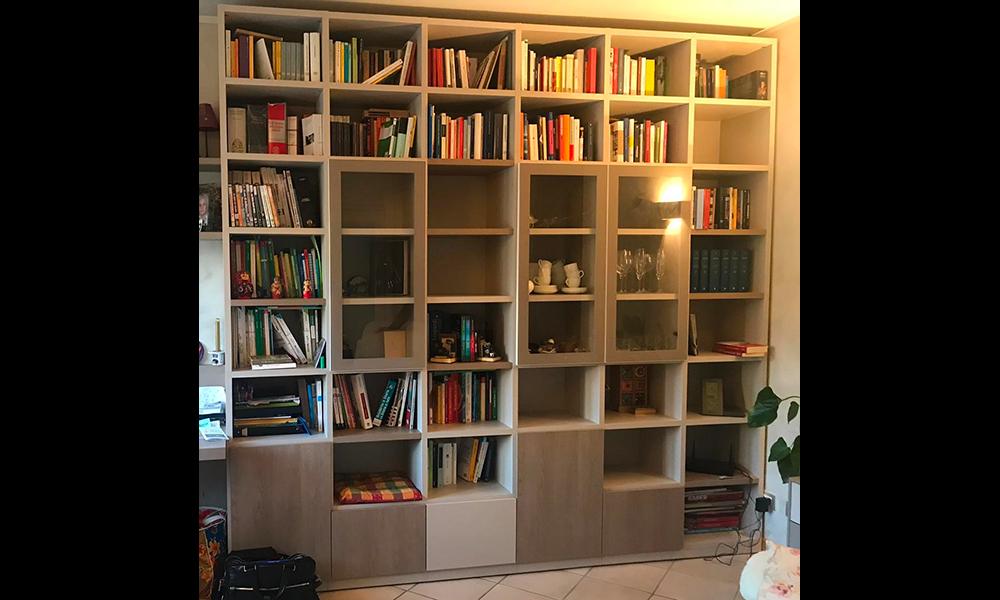 Zona notte con libreria