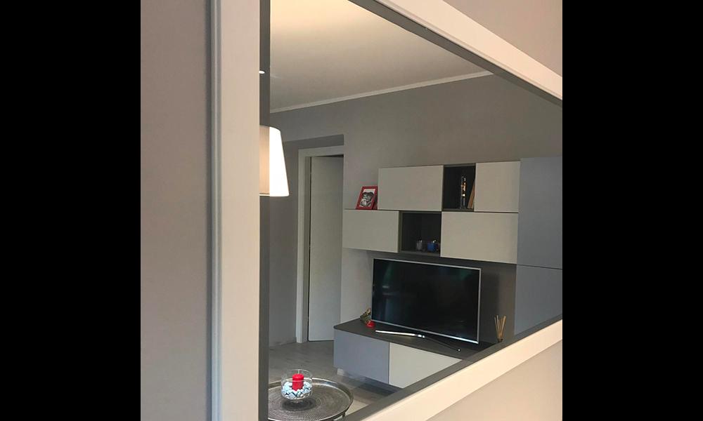 Living con finestra a specchio
