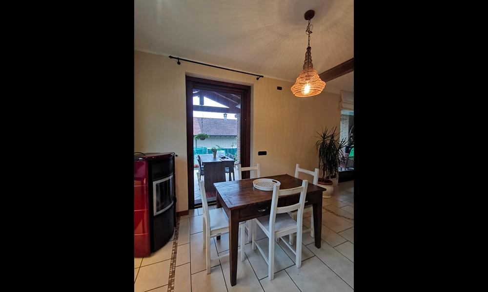 cucina con tavolo_16